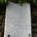 Une des deux plaques de marbre