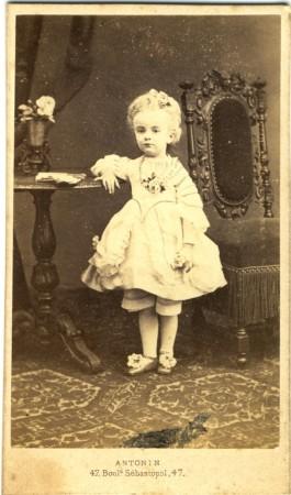 Henriette Bert, âgée de 3 ans et demi.