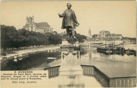 Staue de Paul Bert à Auxerre
